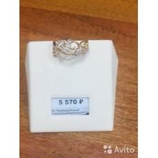Новое изысканное кольцо,украшенное россыпью камней
